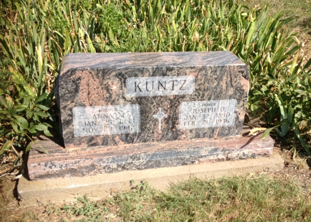 Joseph Otto Kuntz and Anna Maria Craft gravestone